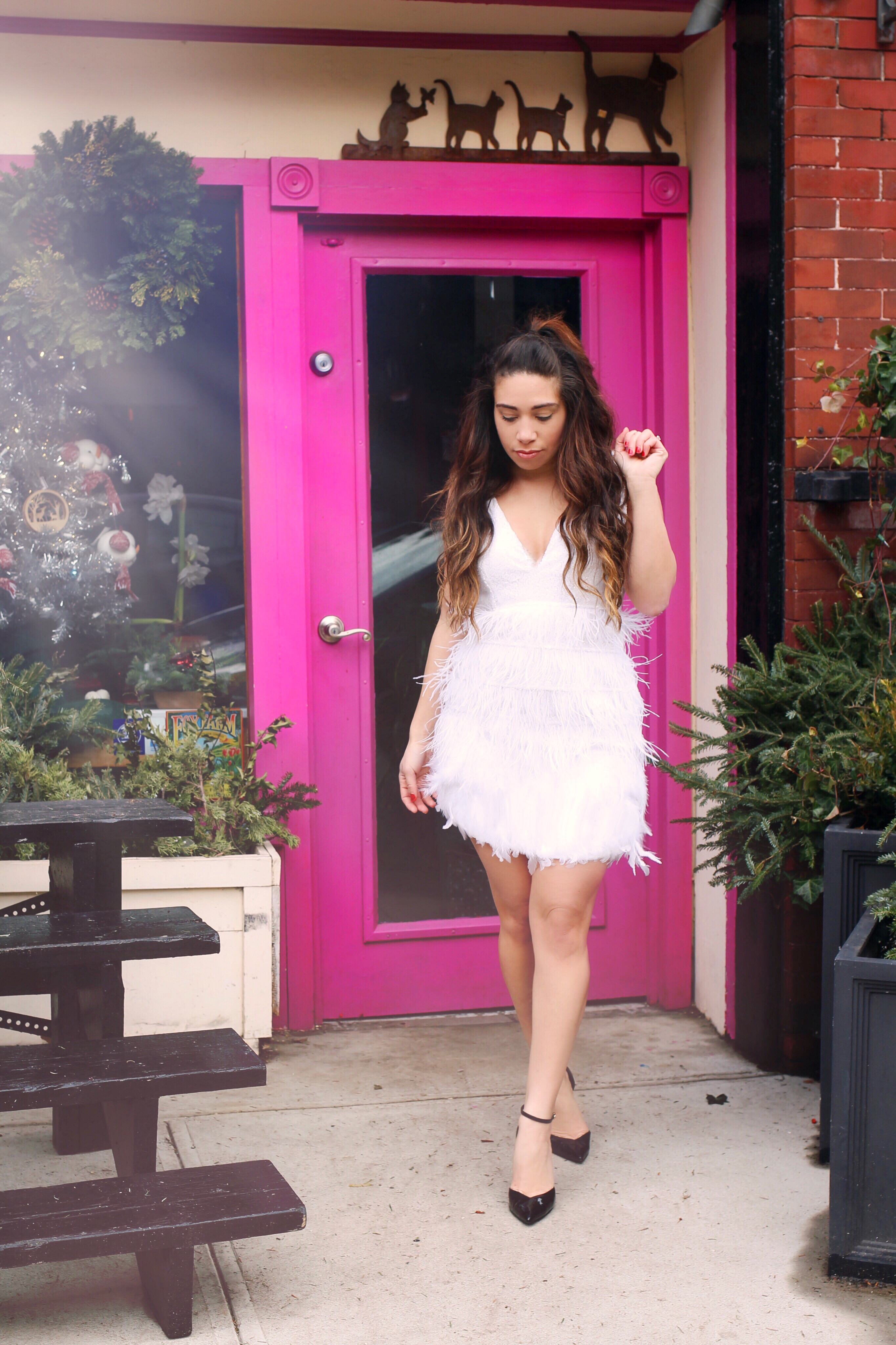 nye-outfit-idea-white-feather-dress-3